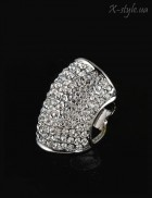 Массивное кольцо с камнями