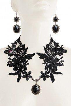 Ажурное ожерелье с серьгами