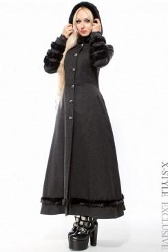 Длинное приталенное пальто с мехом