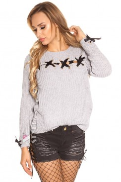 Серый женский свитер со шнуровкой и лентами