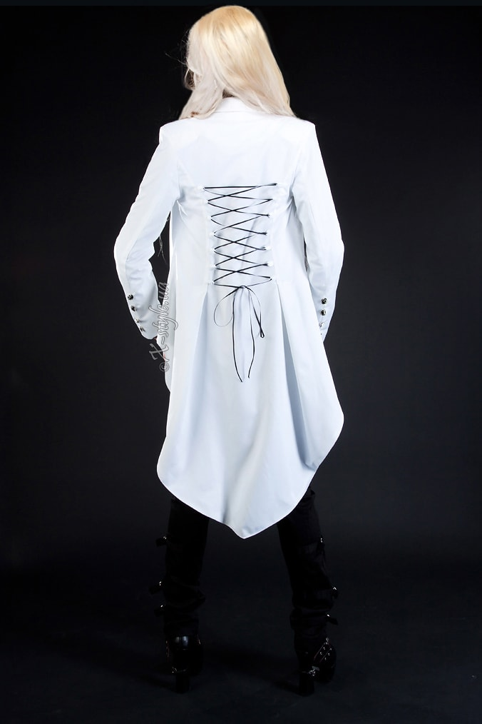 Белый фрак со шнуровкой, 3