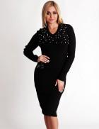 Теплое черное платье с декором из бусин на груди