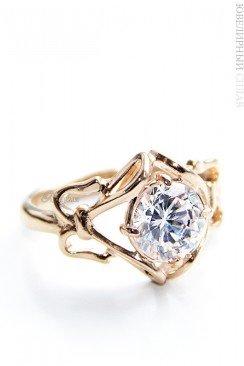 Позолоченное кольцо с фианитом