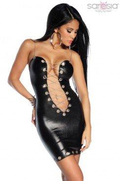 Откровенное платье с цепочками