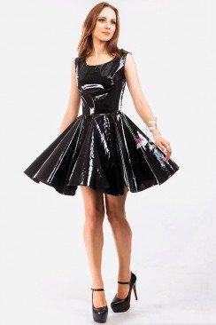 Лаковое платье с ремешками на спине