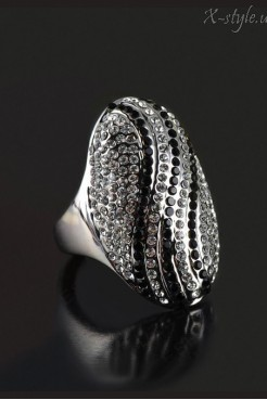Овальное кольцо с камнями