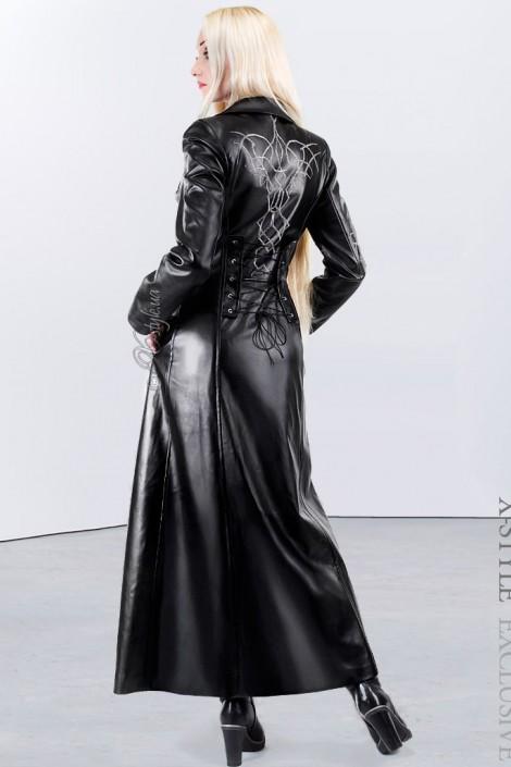 Длинное зимнее пальто с корсетом и вышивкой (115025)
