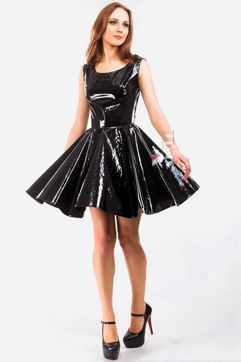 Лаковое платье с ремешками на спине (105099)