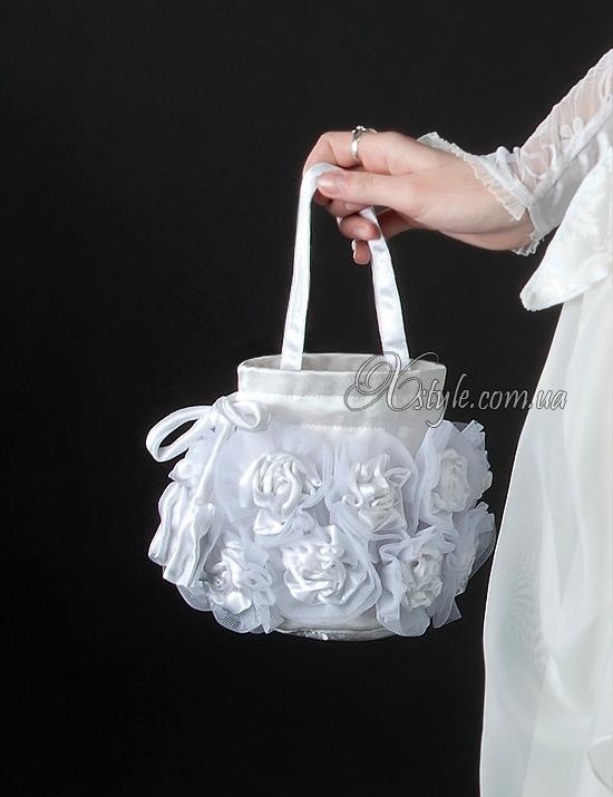 Белая сумочка с розами (ручная работа)
